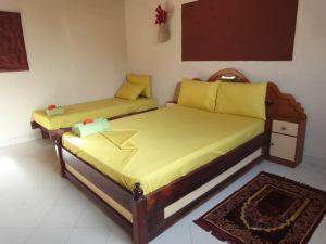 3 bed in room
